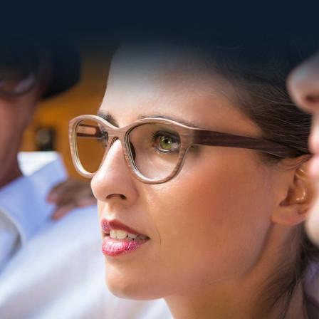 Handgefertigte Holzbrillen